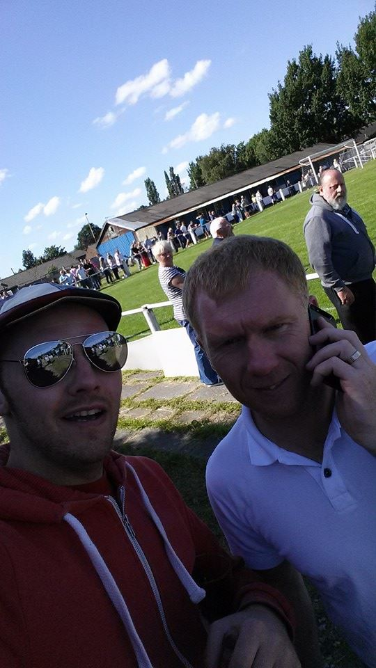 Paul Scholes selfie! I promise that he did agree to this photo.