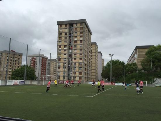 Pasaia defend a free-kick
