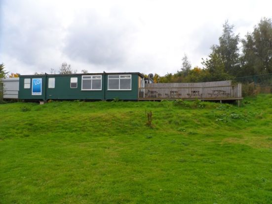 Look at that beautifully positioned bar hut overlooking the ground - shame it was closed (for now).